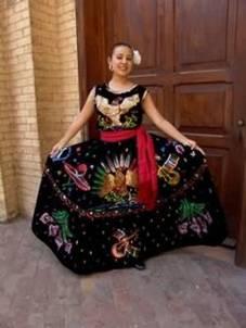 0dc1e59c3 Dos ilustraciones que grafican el traje típico femenino de Jalisco.